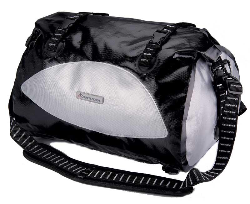 723cbfd6e8 Športový ruksak 688 Merida čierno-strieb